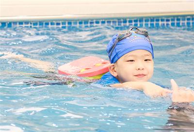 你是旱鸭子吗?为什么说冬季更适合宝宝游泳?