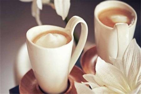 开奶茶店加盟好还是自创好?