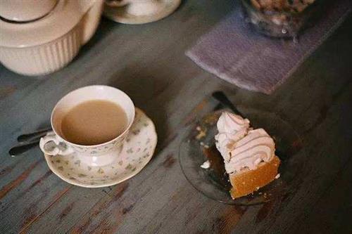 周边的朋友都在开奶茶店,现在的奶茶行业发展前景怎样?