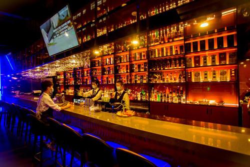 年轻投资人偏爱酒馆,酔料想加盟契合年轻群体需求