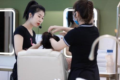 化妆品加盟店要多少钱 保姆式加盟扶持更受欢迎