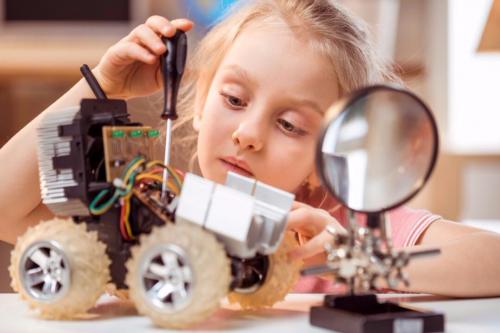 少儿编程纳入中小学课程,章鱼超人助力孩子编程未来