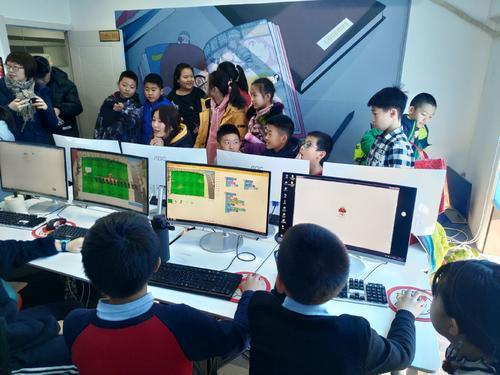 """编程猫向""""童心港湾""""捐赠价值133万的少儿编程课程及图书"""