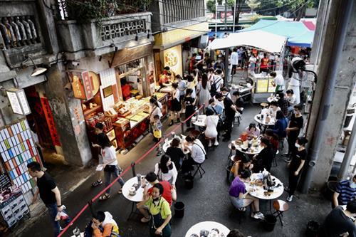 餐饮股集体遭遇滑铁卢,海底捞市值蒸发逾千亿元