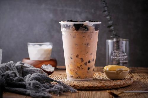 奶茶加盟店能不能赚到钱?发展前景如何?